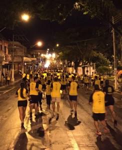 Correndo em grupo à noite